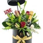 מארז-השמחה-יין-וסידור-פרחים